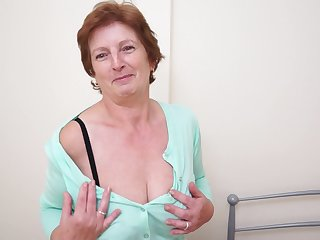 Solo granny Slicklips moans measurement she drills her cunt with a toy