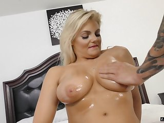 Oiled up chick Katy Jayne spreads her legs be expeditious for a boner