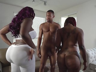 Curvy hyacinthine babes Diamond Monroe and Victoria Cakes in a triplet