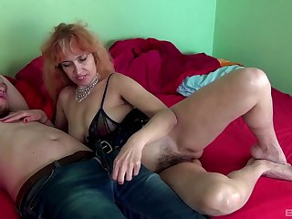 Mature amateur Russian MILF Larisa rides a weasel words like a complain