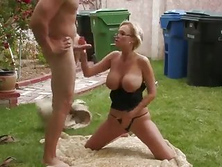 Opprobrious mature wife only thinks about anal fucking outdoor