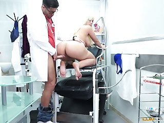 Mouth watering curvy kermis Blondie Fesser is fucked off out of one's mind perverted gynecologist