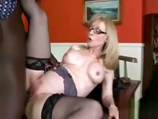 Gorgeous Kirmess Cougar Gets Enfeebled Unconnected with Her Scions Black Boss
