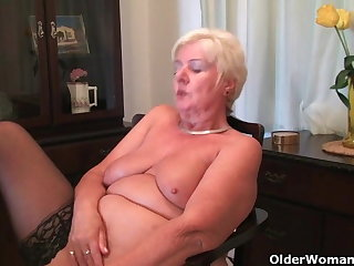 64 genre old with an increment of British granny Sandie rubs their way old pussy