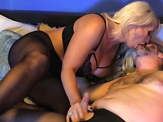 Voluptuous mature gets her toes on a serious cock