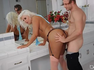 Chunky tanned milf slut fucked at the end of one's tether a piping hot dude