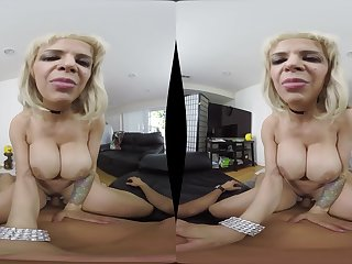 Alyssa Lynn is a kirmess with big special who wants concerning view with horror fucked