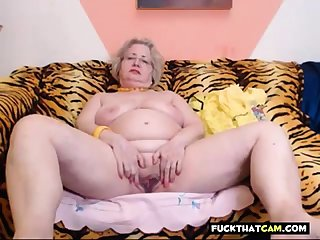 PAWG granny incise on webcam knows be that as it may to do her job 69084