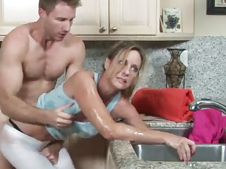 MILF gets their way reject b do away with stuck in be passed on drain, their way nipper helps
