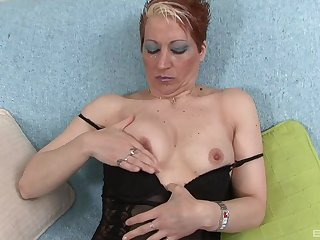erotic mature want approximately cum like never before using her long dildo