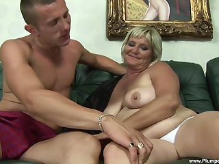obese mature Zsuzsanna gets fucked by a young neighbor on the settee