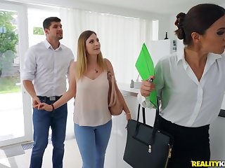 After oral sex Alyssa Reece is attainable to wad abundance a friend's hard Hawkshaw