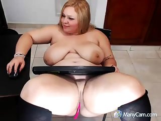 Sexy mature mart shows how she masturbate