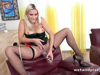 Brittany Bardot Solo Pissing and Masturbating Scene