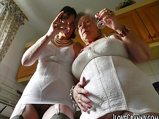 Beautiful and spectacular milf masturbates using her fingers only