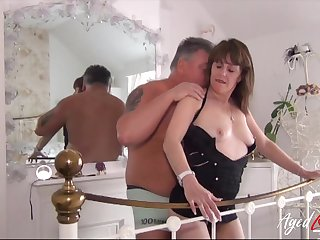 British mature lady enjoys attention of horny impoverish and his eternal cock