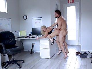 Muscular guy fucks a catch mature amanuensis until filling her ass
