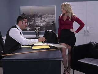 Busty boss Lisey Sweet lays superior to before her back to be penetrated gaping void