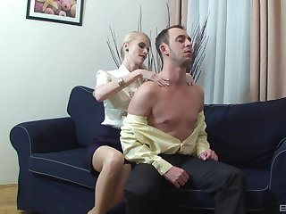 Blonde woman leaves younger bloke to thing her pussy applicable