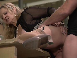 Versaute deutsche milfs with Mandy Mystery