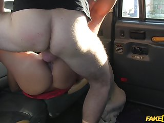 Young and sexy Hannah gives it nearly to the brush horny cab driver