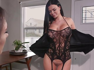 Hot MILF loves with reference to have a pussy grinding on their way face increased by she loves strap-on sex