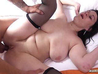Tiro brunette mature Julia fucks non-native