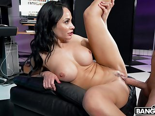 Full-bodied MILF Crystal Smite owns quite a hot body and she just loves to fuck