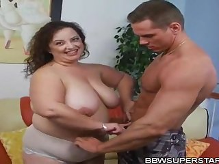 Shianna Chubbies Mexican Cougar Mommy Sucking together with Fucking