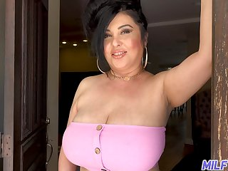 Voluptuous neighbor with broad in the beam confidential welcomes a younger sponger into her nook