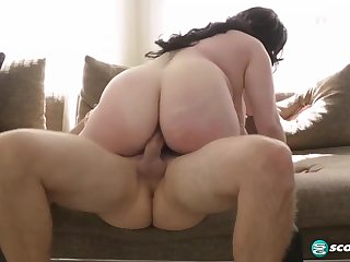 Fat incomprehensible anent huge boobs, Naia Bee likes to ride her horny guy's greasy cock