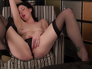Brunette model Victoria Ross drops their way panties to masturbate
