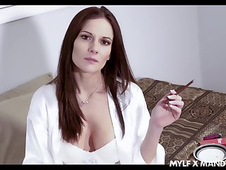Vulgar stepmom Mandy Flores turned to be insatiable and hot blooded bitch