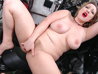 Solo video of lord it over pretty good MILF Victoria Tyler playing on the bike