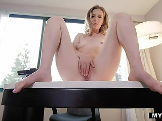 Ginger Mona Wales Talkes Dirty